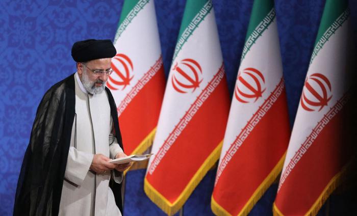 İRNA İran konstitusiyasına qarşı çıxır?