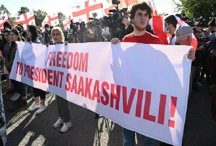 Saakaşvilinin müdafiəsinə qalxanlar polislə toqquşdu