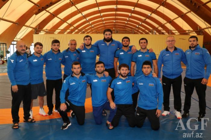 Los luchadores grecorromanos de Azerbaiyán mejoran su récord