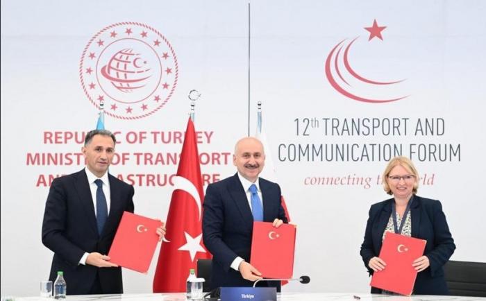 Bakı-Tbilisi-Qars dəmir yolu xətti ilə bağlı protokol imzalanıb-