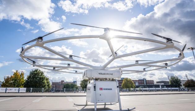 200 kilo yük daşıyan dron ilk uçuşunu edib