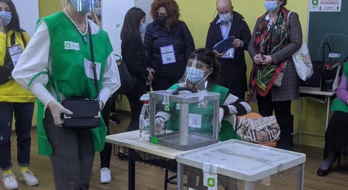 Gürcüstanda seçkilərin ilkin rəsmi nəticələri açıqlanıb