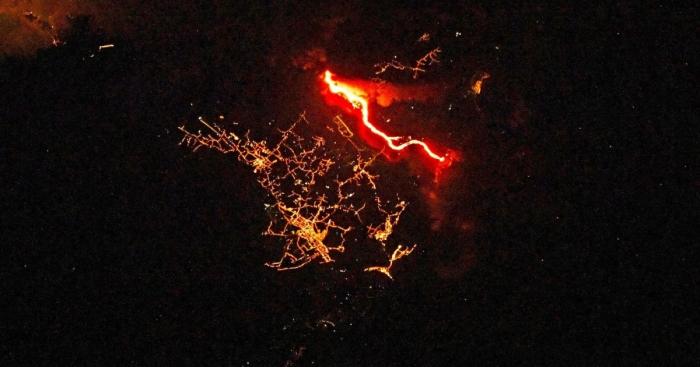 Kosmonavt Palma vulkanının gecə görüntüsünü çəkdi