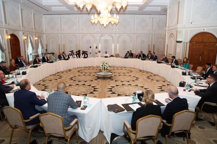 En la primera reunión con los talibanes EEUU y la UE acordaron enviar ayuda humanitaria a Afganistán