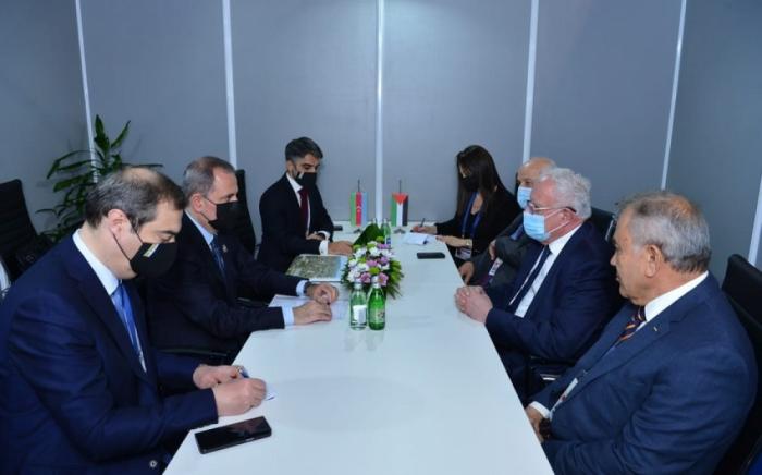 El canciller de Azerbaiyán se reúne con su homólogo palestino