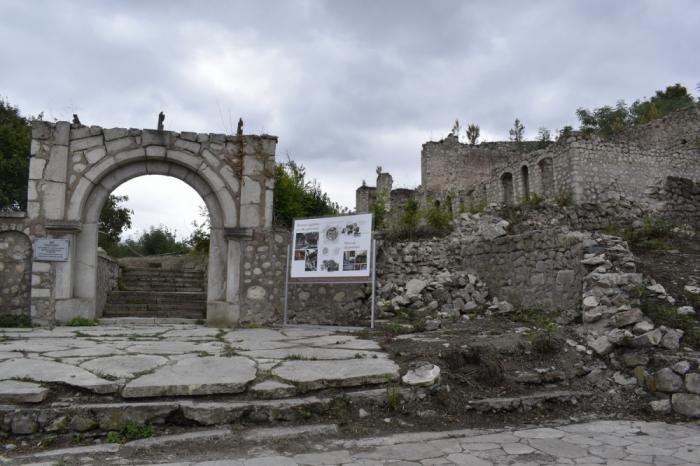 Los vándalos armenios saquearon y destruyeron casa del gran compositor azerbaiyano Uzeyir Hajibayli