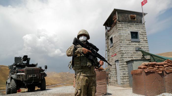 Türkiyə İran yük maşınları üçün  sərhədi bağladı