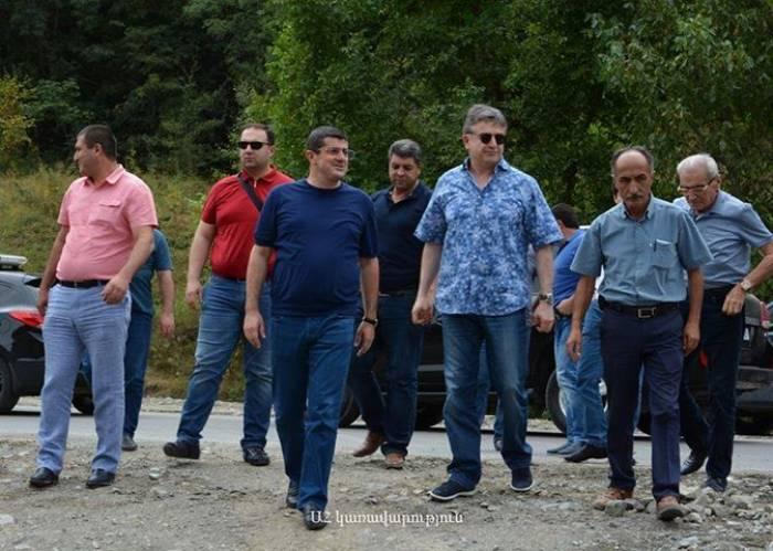 Ermənistanın baş naziri Talış kəndinə gəlib