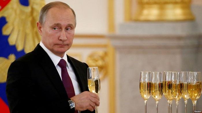 Putin Yeni ili evdə qeyd edəcək