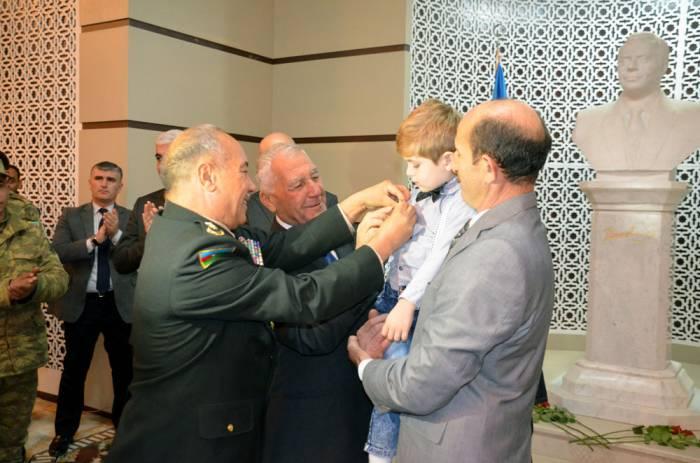 Şəhidin medalı oğluna verildi - Fotolar