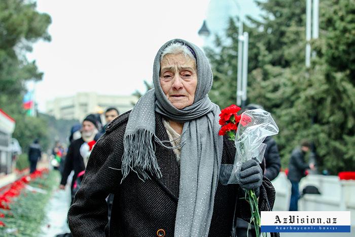 Azərbaycan 20 Yanvar şəhidlərini anır - FOTOLAR+VİDEO