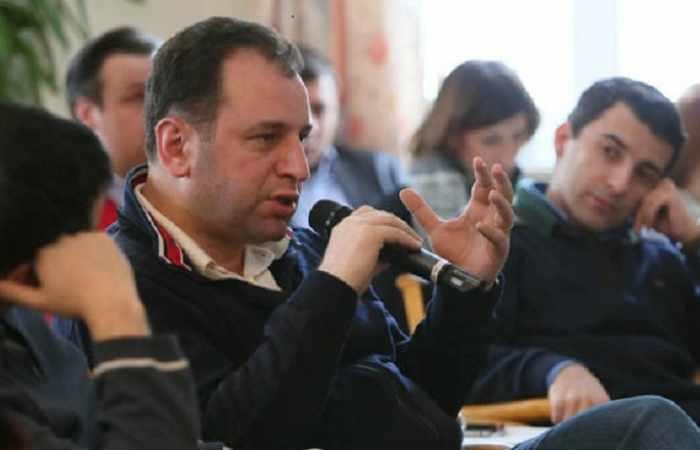 Ermənistanın müdafiə nazirinin müavinləri dəyişdi