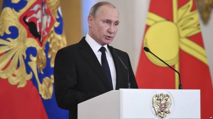 """Azərbaycan jurnalı Putini """"İlin adamı"""" seçdi"""