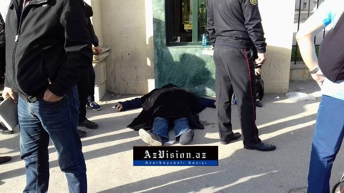 Tibb Universitetinin qarşısında meyit tapıldı - FOTOLAR+VİDEO