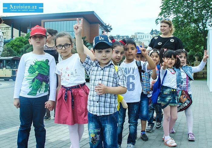 Azərbaycanda 2 milyon 600 minə yaxın uşaq var