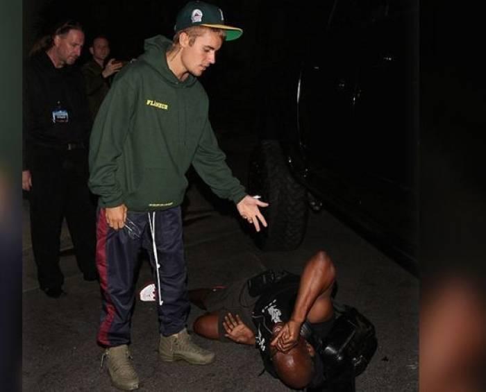 Justin Bieber percute un photographe avec sa voiture - VIDEO