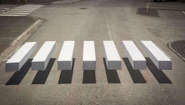 Icelandic town creates 3D zebra - PHOTOS