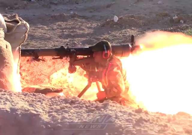 """Syrische Soldaten gehen mit """"Sowjet-Lanzen"""" auf Terroristen los"""