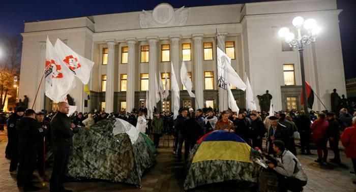 Anti-Korruptions-Demo in Kiew: Hunderte Aktivisten schlafen vor Parlament