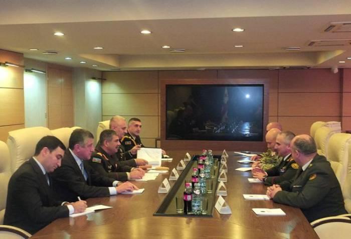 Zakir Hassanov rencontre le chef d'état-major des forces armées géorgiennes
