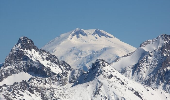 Russian rescuers launch search for missing American alpinist at Mount Elbrus