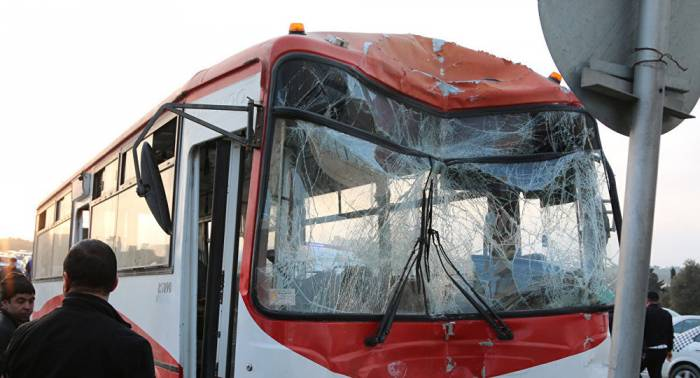 Bakıda sərnişin avtobusu aşdı - 12 yaralı (Yenilənib)