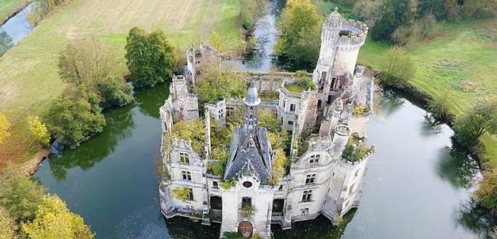 Le château La Mothe-Chandeniers, vendu 500.000 euros à 6.500 internautes
