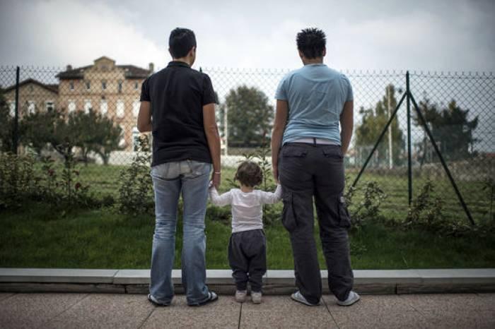 Allemagne: première adoption d'un enfant par un couple homosexuel