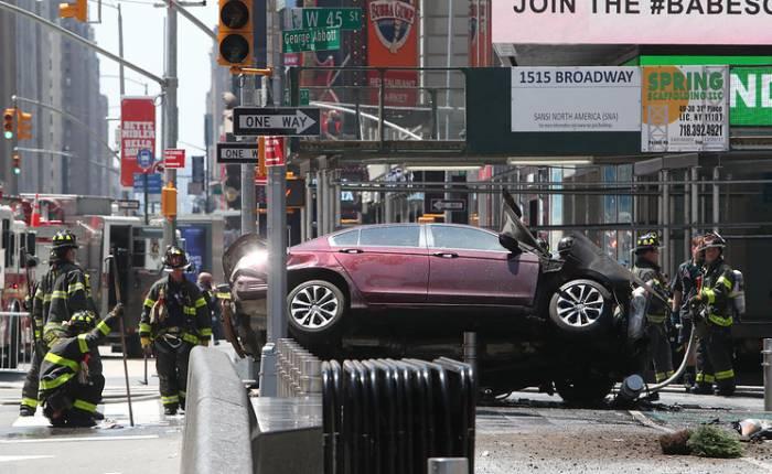 Nyu-yorkda avtomobil piyadaları əzdi: Ölən və yaralılar var (Fotolar)