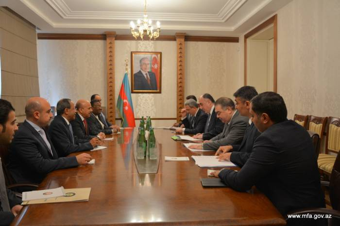 Le chef de la diplomatie azerbaïdjanaise reçoit Abdullatif bin Rashid Al Zayani