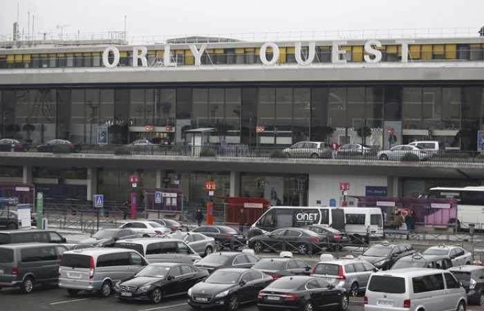 Evacuan el aeropuerto parisino de Orly tras un posible tiroteo