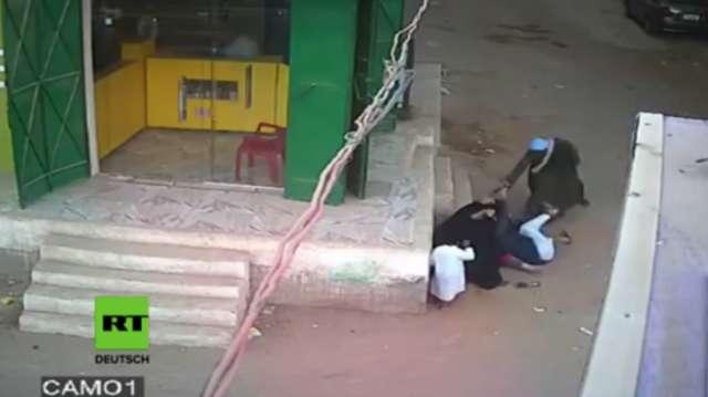 Ägypten: Grausames Video – Vater erschießt seinen Sohn, der versucht, seine Mutter zu schützen