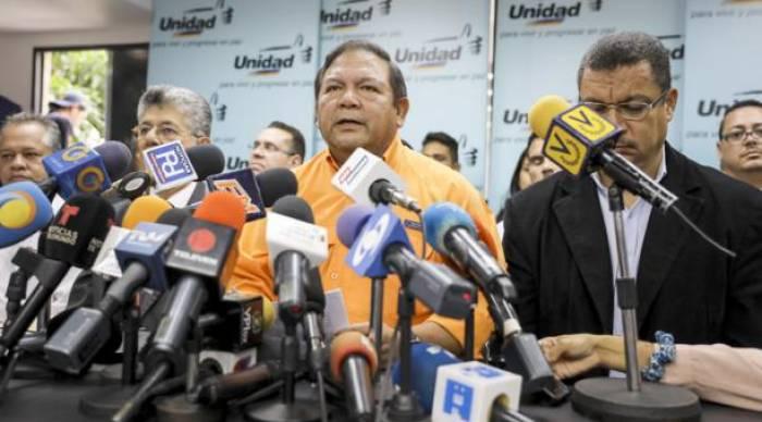La oposición venezolana abandona la rebeldía y se prepara para ir a elecciones