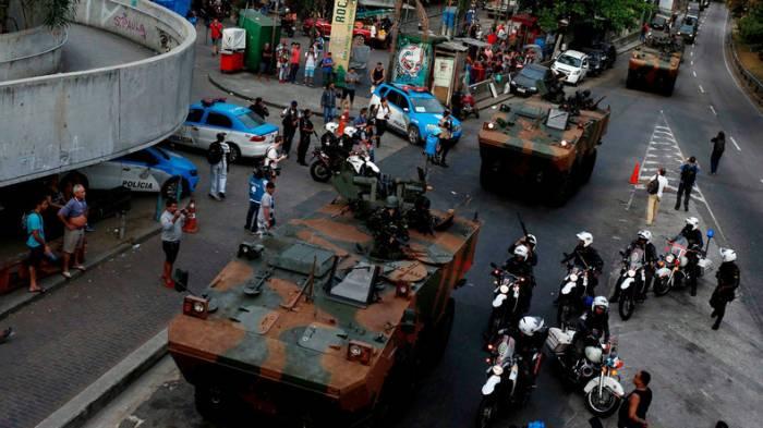 Kriegsszenen in Rio de Janeiro: Militär besetzt Favela