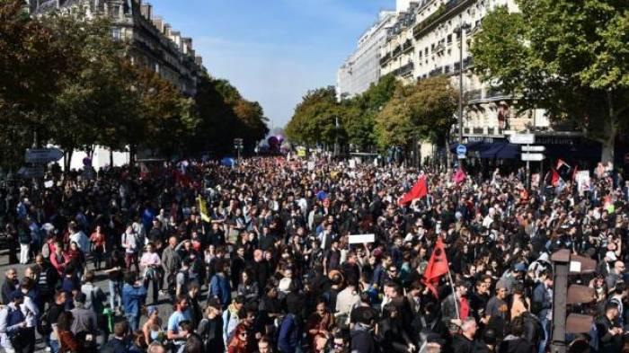 Zehntausende protestieren in Paris gegen Macrons Reform