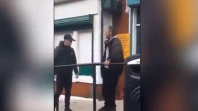 16-Jähriger schlägt älteren Mann vor laufender Kamera tot