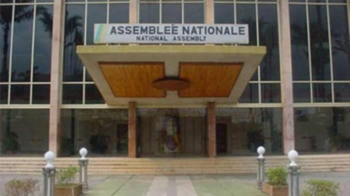 Kameruns Parlament niedergebrannt