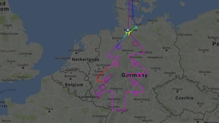 Scheinbar bald Weihnachten: Airbus fliegt Tannenbaum über Deutschland