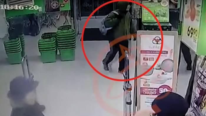 El presunto atacante terrorista de San Petersburgo, captado por cámaras de vigilancia (VIDEO)