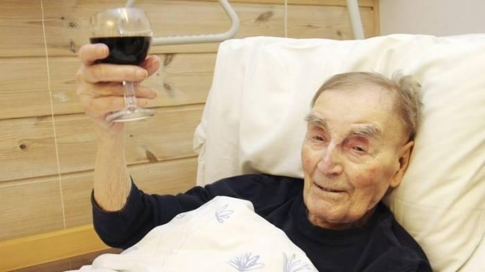 60 Zigaretten und ein Glas Wein täglich: Ältester Mann Norwegens enthüllt Geheimnis für langes Leben