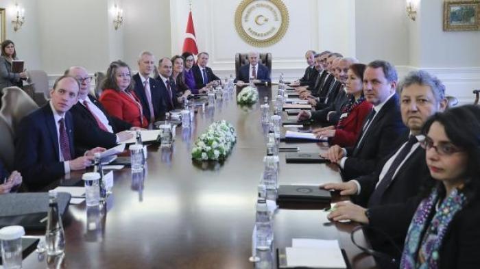 يلدرم يستقبل وزير الدولة للتجارة الدولية في بريطانيا ليام فوكس