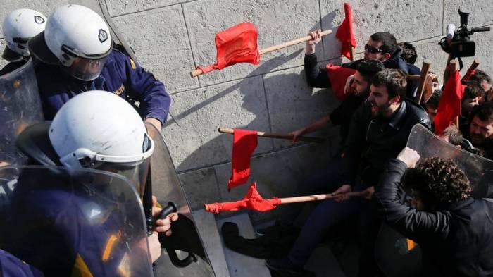 Griechen streiken gegen Streikrechtsänderungen