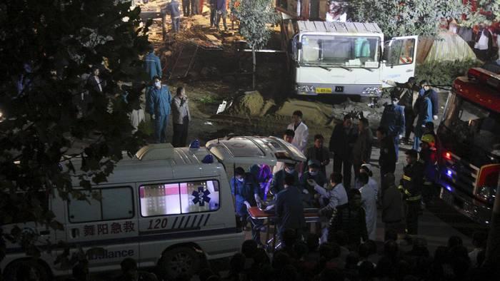Un autobús con 54 ocupantes se vuelca en una autovía en el sur de China