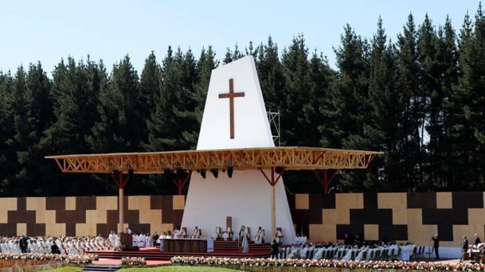 Chile: queman más iglesias mientras el papa Francisco recorre el país