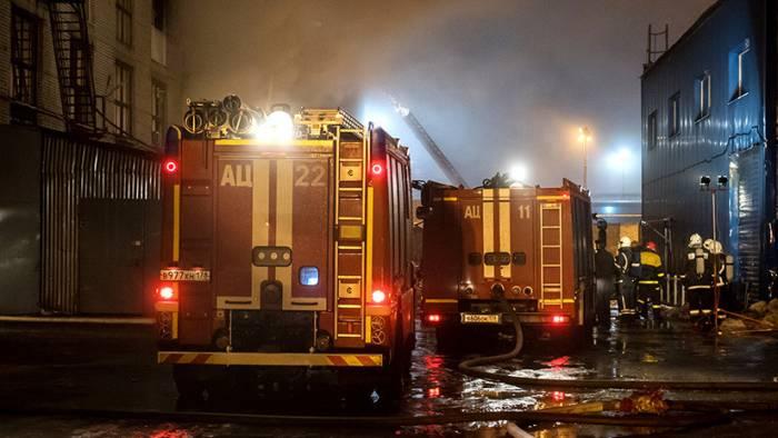 Un incendio devora el histórico edificio de la Academia Naval de San Petersburgo (VIDEO)