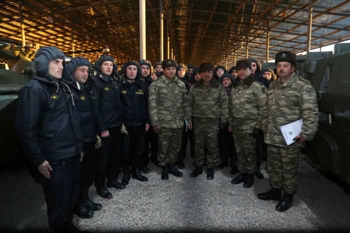 Zakir Həsənov cəbhədə tankçılarla görüşüb - FOTOLAR