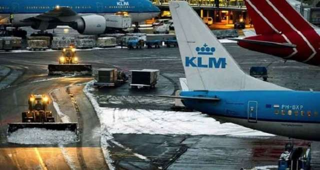 Amsterdam airport cancels all flights due to strong storm blasts