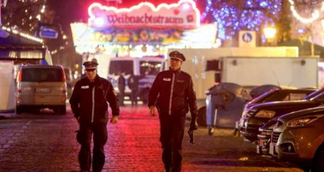 German police search for suspect after Christmas market bomb scare