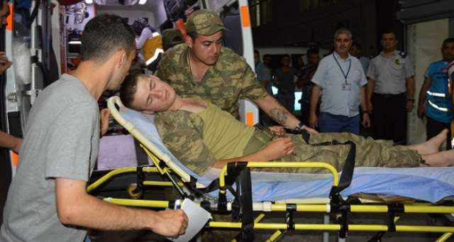 Nearly 600 Turkish soldiers hospitalized for food poisoning in Turkey