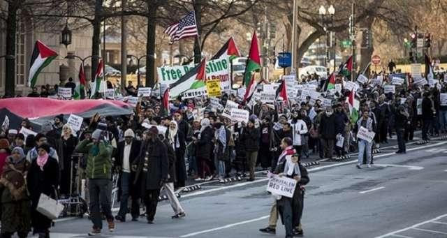 Thousands protest Jerusalem decision in Washington